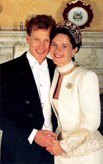 Lord Ivar Mountbatten com a ex-mulher, Penny, no dia do casamento em 1994