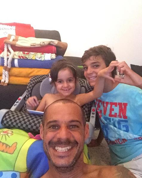 O jogador de futebol de praia tem dois filhos: Bernardo e Kyara