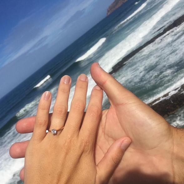 A fotografia que provou que o casal estava noivo