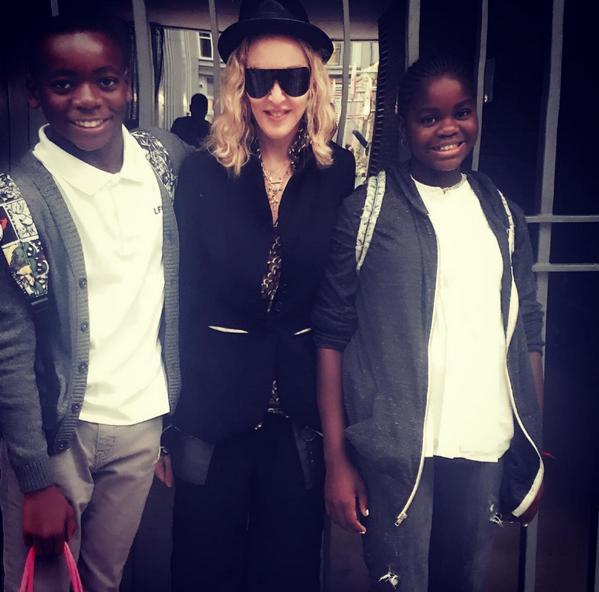 Madonna com os filhos adotivos David e Mercy