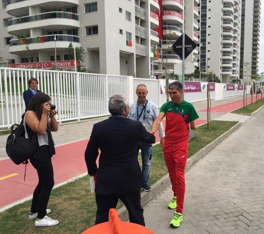Depois da prova, a ser felicitado pelo Primeiro-Ministro António Costa