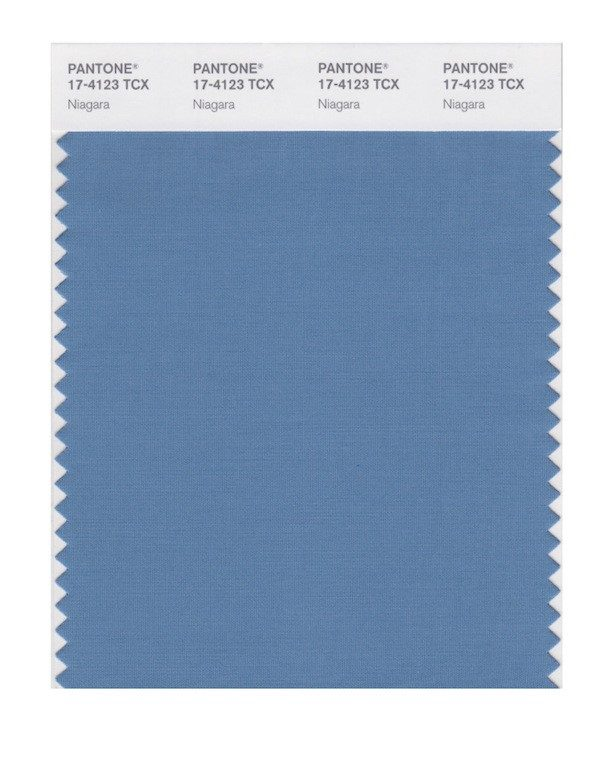 Niagara 17-4123: Tom de azul tipo denim. Usado por Carolina Herrera, Zac Posen e Joseph Altuzarra