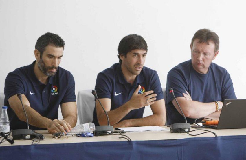 O ex-futebolista (no meio) é o atual embaixador da Liga de Futebol Profissional dos Estados Unidos