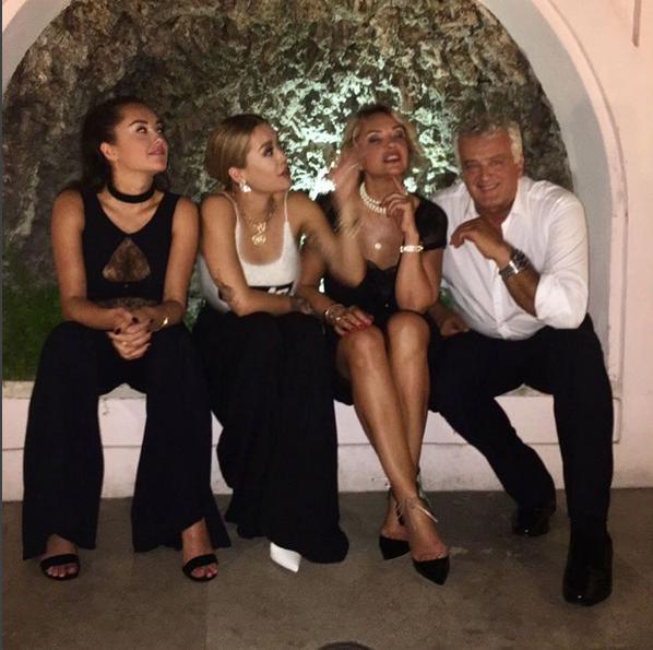 Rita Ora e família Vaticano