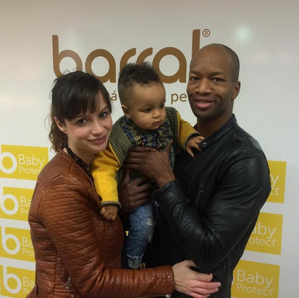 O casal com o filho Gabriel