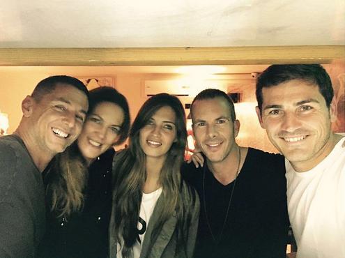 Sara e Casillas aproveitaram para jantar com os amigos