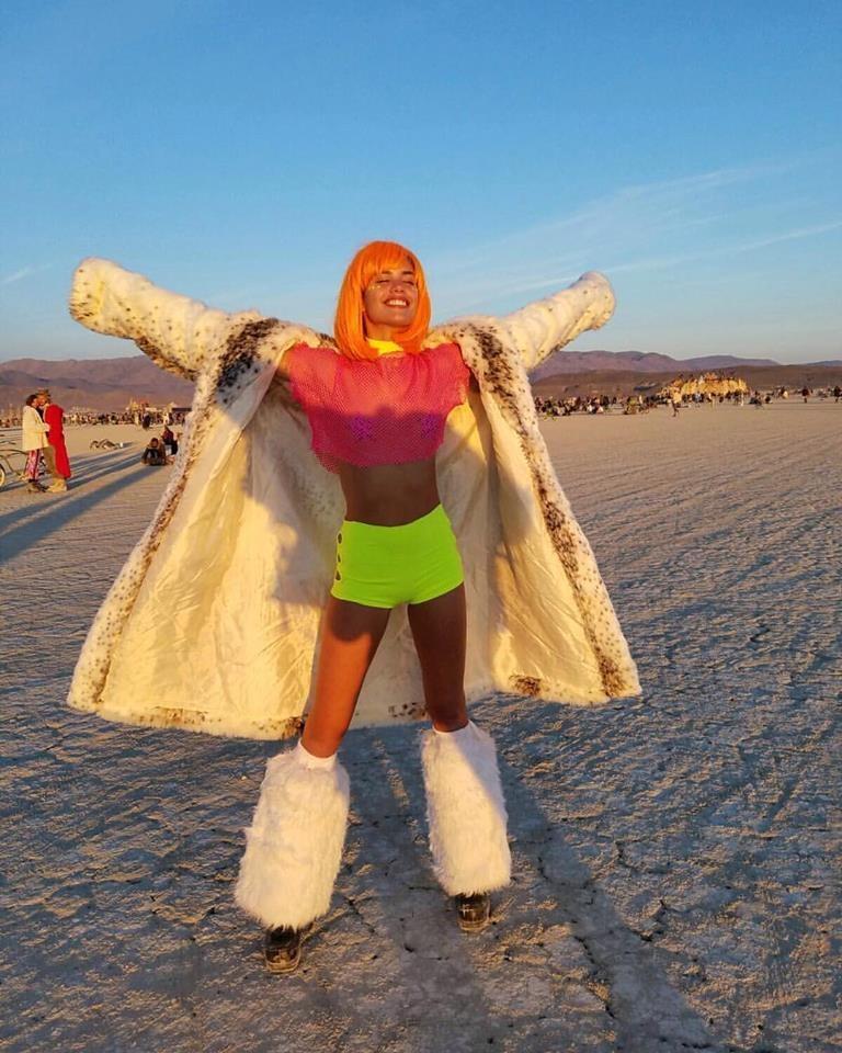 Sara Sampaio Burning Man 2