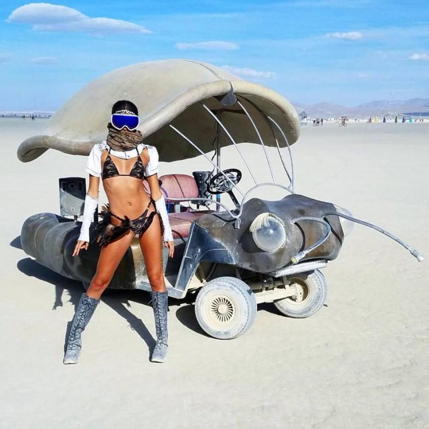 Sara Sampaio Burning Man 3