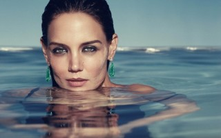 women water katie holmes swimming_wallpaperswa.com_77