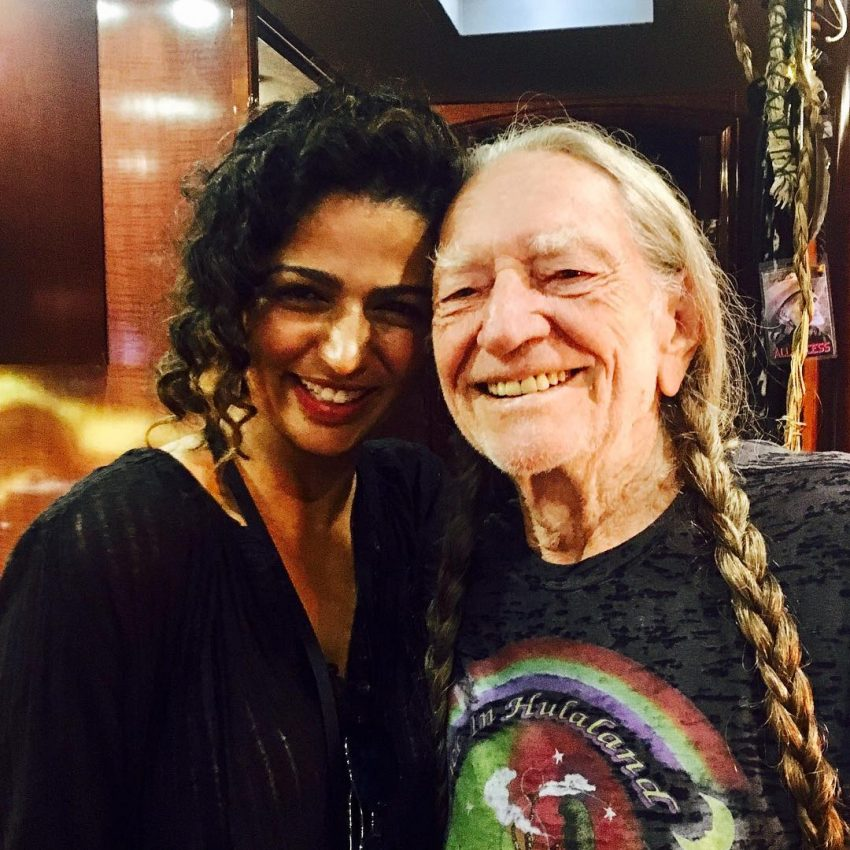 Camila Alves com Willie Nelson