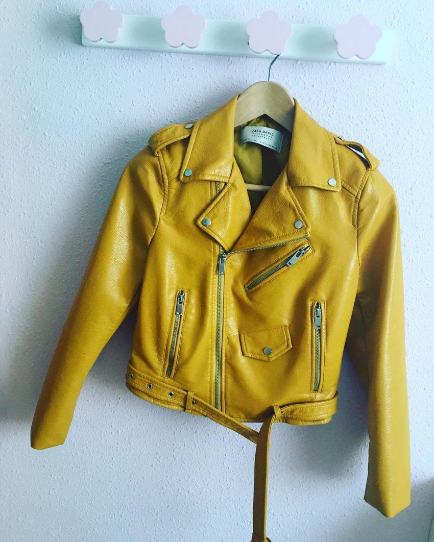 O seu antecessor: o casaco amarelo mostarda que foi um sucesso na Primavera