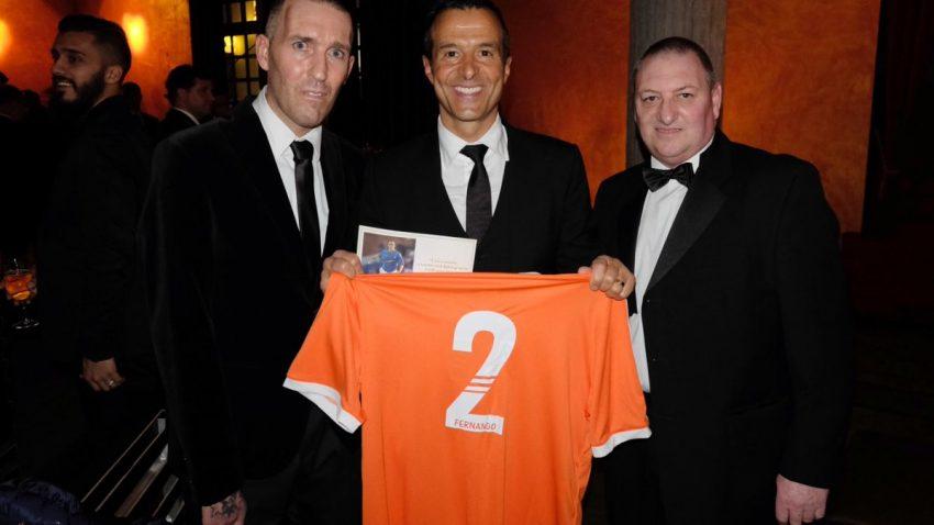 Com o agente de Cristiano Ronaldo, Jorge Mendes