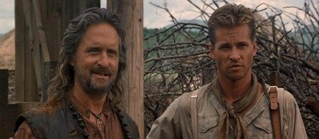 Michael Douglas e Val Kilmer em 'The Ghost in the Darkness' (1996)