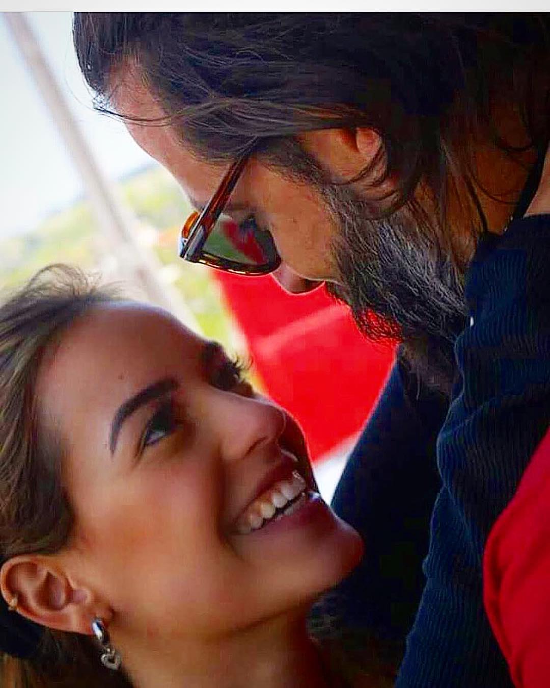 Henri Castelli e a namorada Maria Fernanda Saad