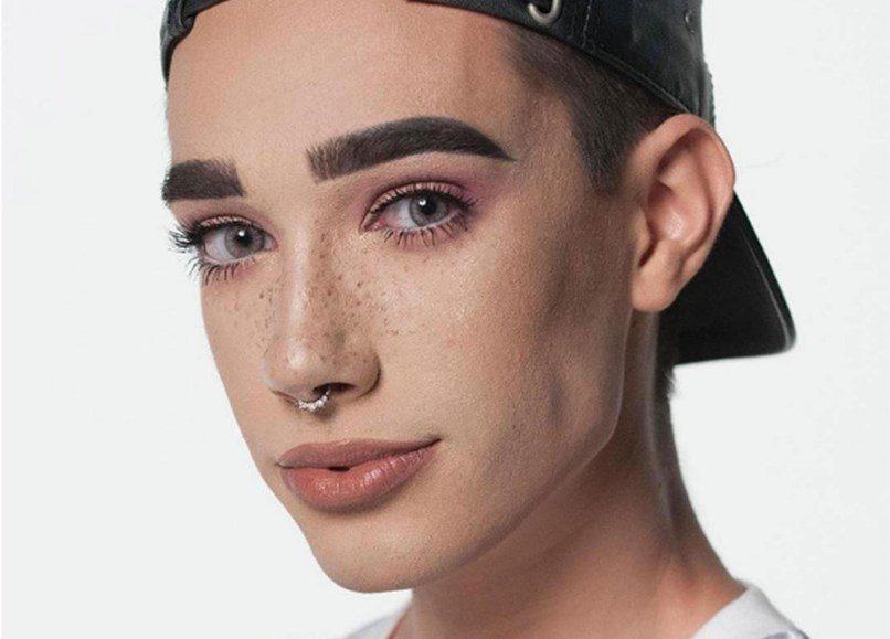 James Charles, 17 anos, maquilhador e modelo