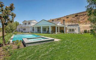 kylie-jenner-6-million-mansion-house-home-hidden-hills-51-compressed-899x600