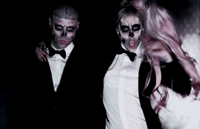 Zombie Boy e Lady Gaga no videoclip de 'Born This Way'