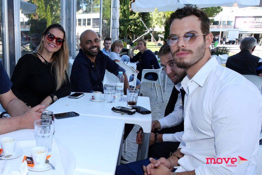Katia Aveiro e Antonio Camelier com um grupo de amigos