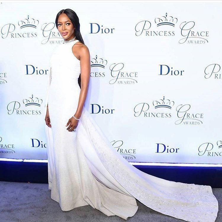 A supermodelo usou um vestido Ralph&Russo