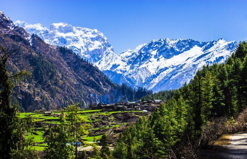 """O Nepal está em 5º lugar nos melhores destinos para 2017. Apesar de ainda estar a recuperar dos terramotos que sofreu no ano passado, os Himalaias, as paisagens e os templos budistas continuam intocáveis. E o turismo """"ajuda a reconstruir o país"""", sugere a Lonely Planet"""