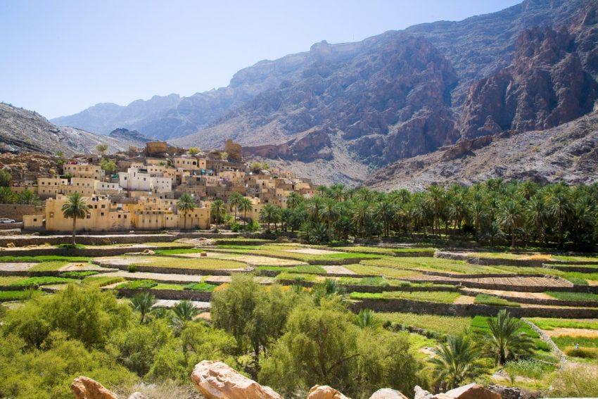O Sultanato de Omã fica no Médio Oriente, junto à Arábia Saudita e ao Iémen. Mas calma. É um país bem mais seguro. As montanhas, praias e desertos que tem fazem-no o 8º melhor destino para 2017. Isso e o facto de estar a receber cada vez mais voos internacionais e a abrir hotéis luxuosos. Além de que vai abrir o parque de diversões Majarat Oman
