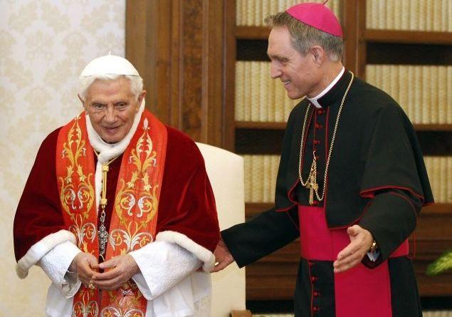 Papa Bento XVI e o ex-secretário pessoal Georg Ganswein