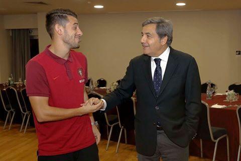 O Presidente da FPF, Fernando Gomes, desejou pessoalmente os parabéns a Pizzi...