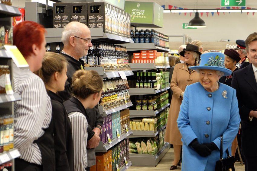 rainha-isabel-ii-supermercado-3
