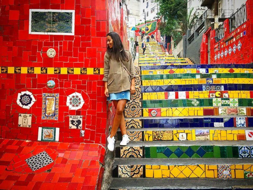 Rita na escadaria Selarón