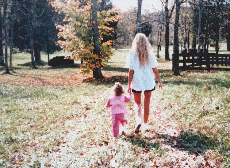 Miley Cyrus, em pequena, com a mãe Tish