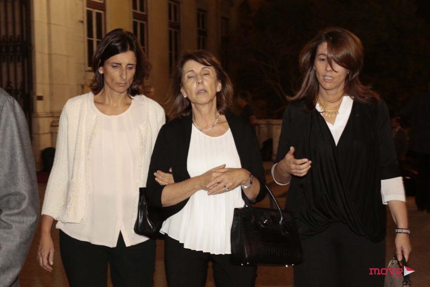 Ao centro, Maria do Céu Machado mulher de João Lobo Antunes