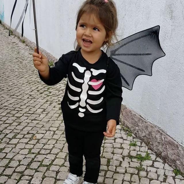 Diana, filha de Carolina Patrocínio, mascarou-se de morcego