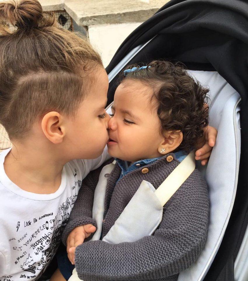 O menino com a irmã, Kauana