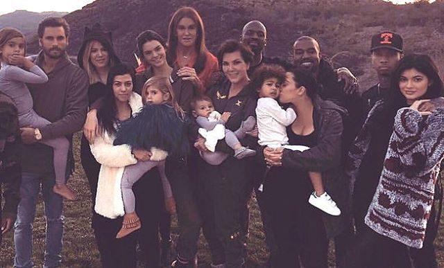 Kourtney Kardashian celebrou com uma imagem do ano passado