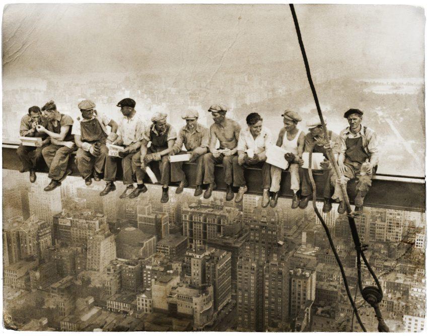 Almoço em cima do arranha-céus (1932, Autor desconhecido)