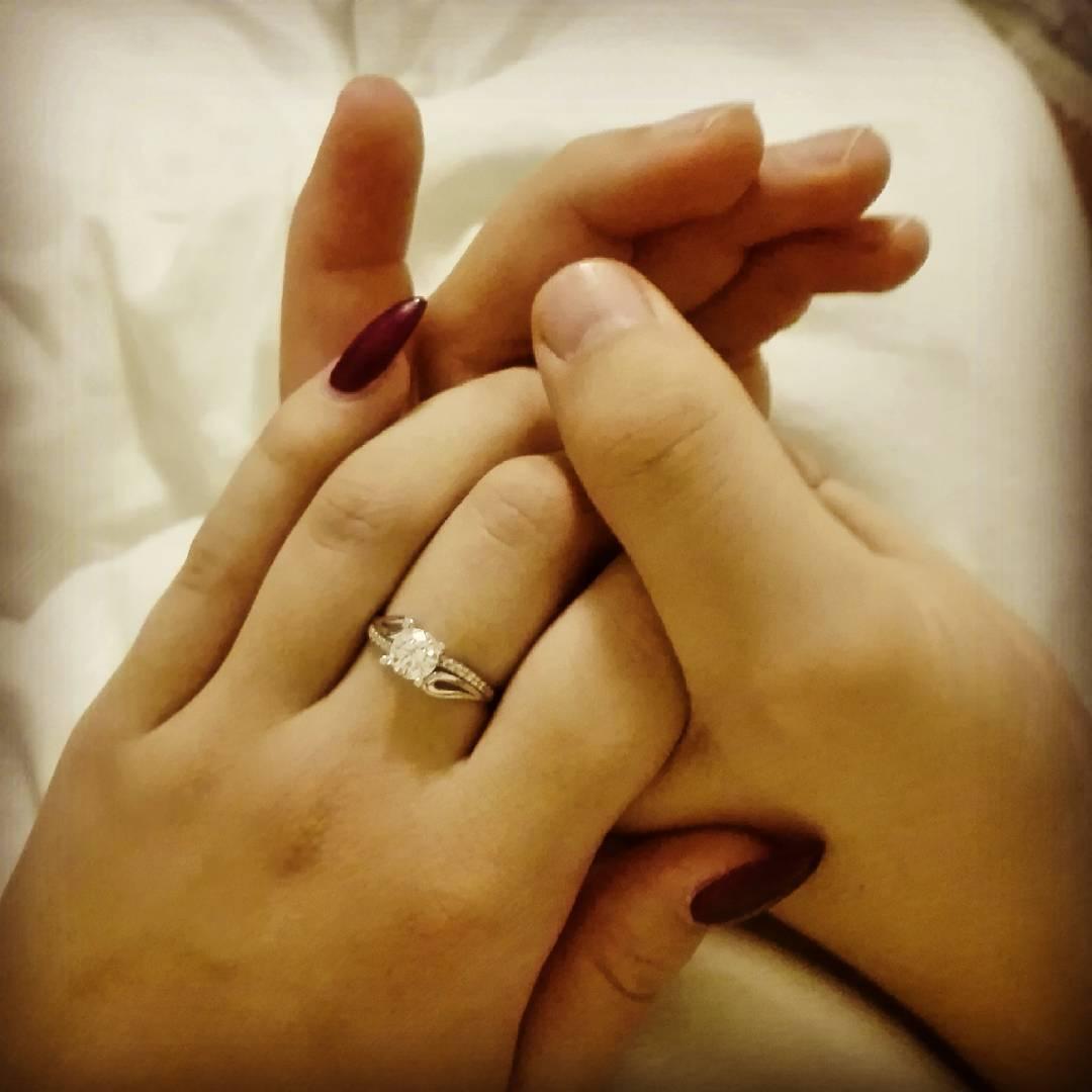 anel-jogador-de-futebol-eslovaquia-pede-casamento-fiscal-de-linha