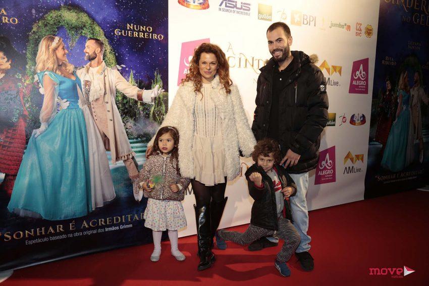 Rita Mendes e Hugo Caetano com a filha de ambos, Matilde, e Afonso