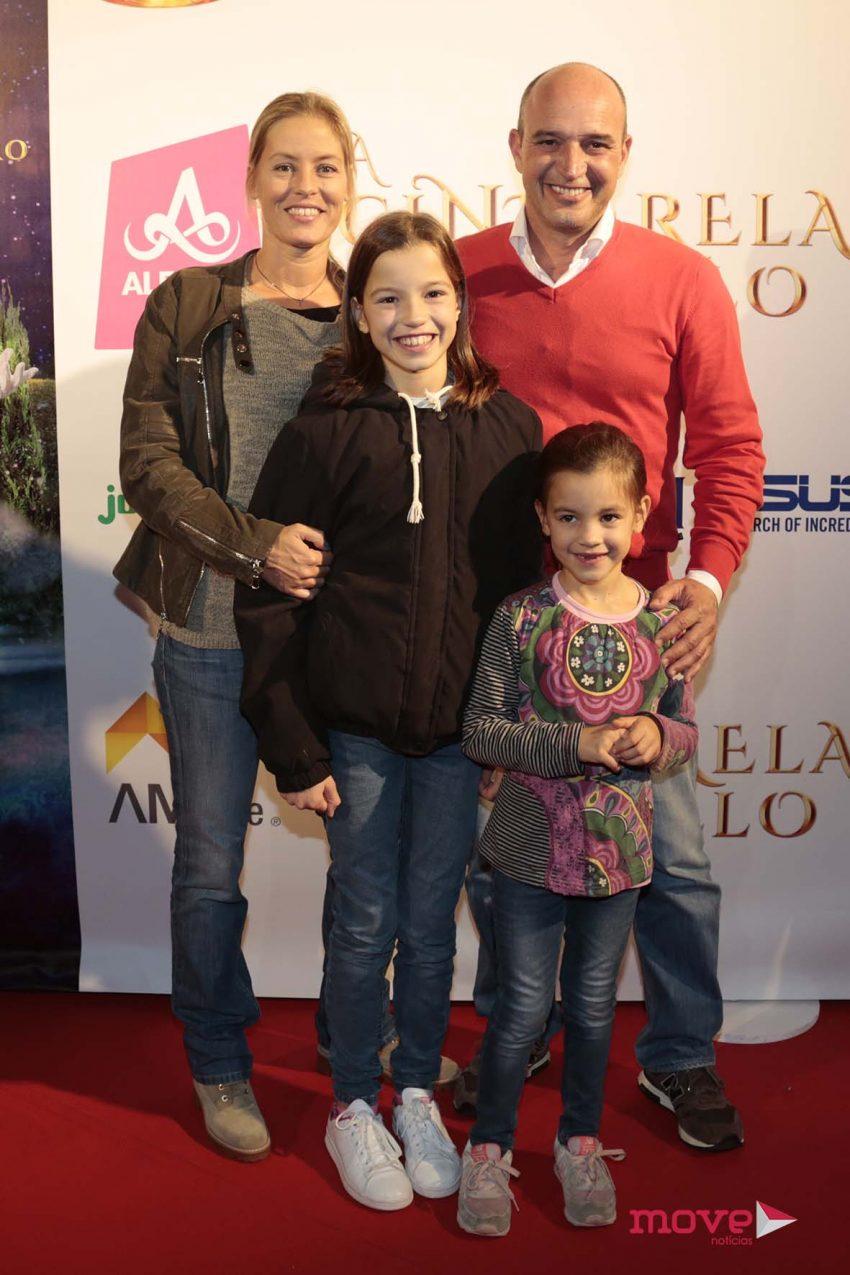 Nuno Graciano e Bárbara Elias com as filhas