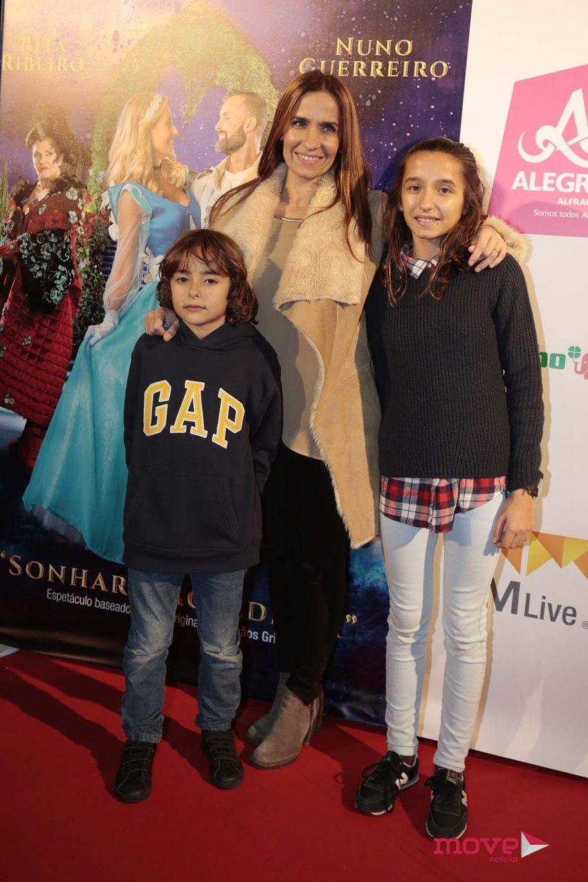 Lurdes Baeta com os filhos, Sofia e Pedro