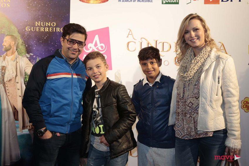 Ricky e Daniela Faria com o filho