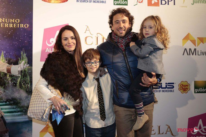 Alexandre da Silva e Celine dos Reis, com a filha, Jade, e um amigo