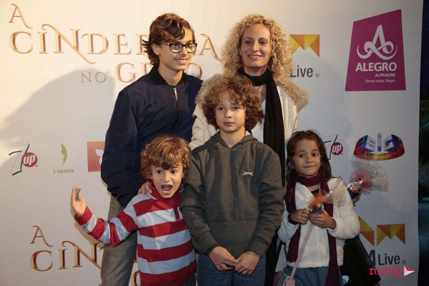Ana Palma com os filhos, Dinis, Vasco e Lucas e uma amiga