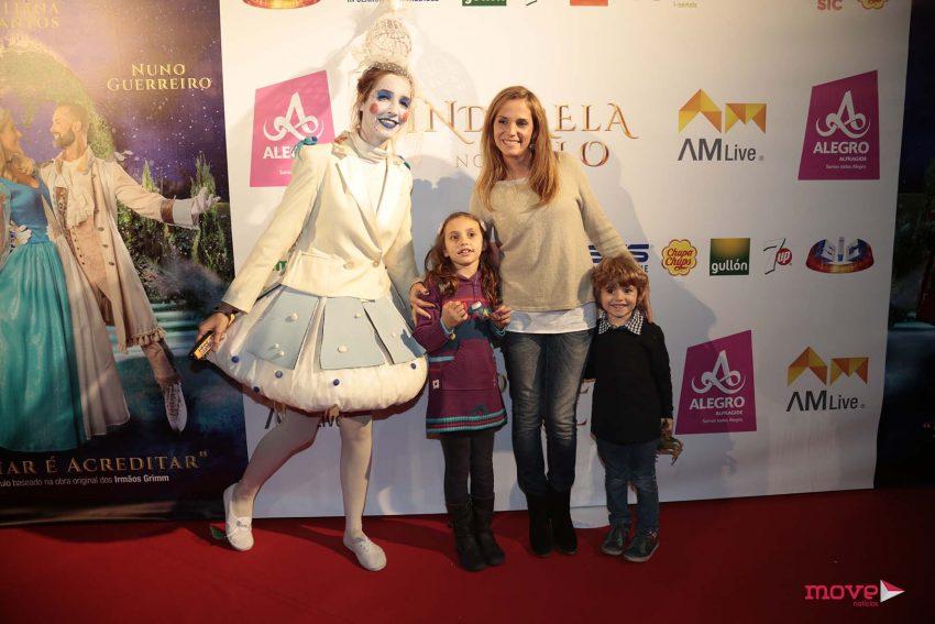 Márcia Leal com os filhos, Camila e Lourenço