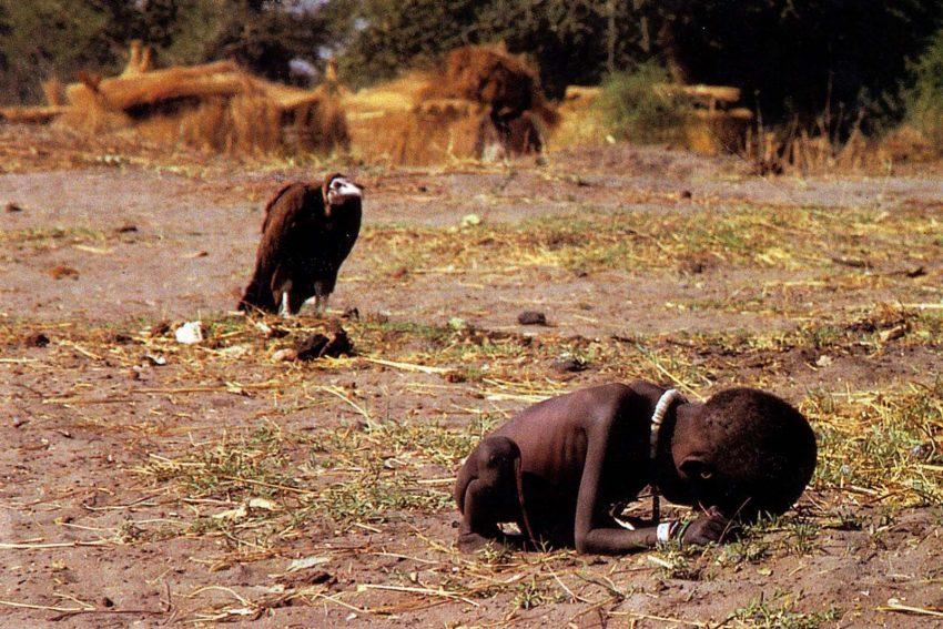 Criança faminta e abutre (1993, Kevin Carter)