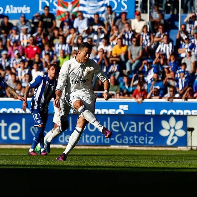 1.º Cristiano Ronaldo (Real Madrid): 23 milhões de euros por ano