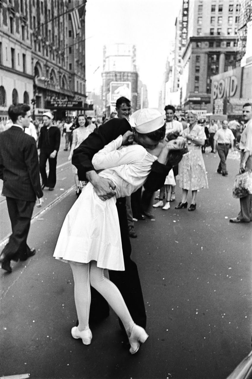 Dia D na Times Square (1945, Alfred Eisenstaedt)