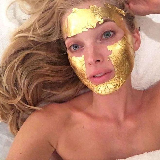 elsa_hosk_mascara