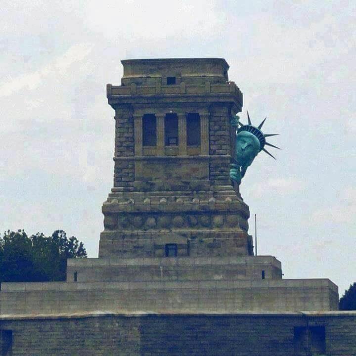estatua-da-liberdade-trump