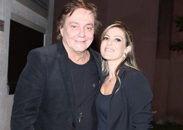 O cantor com a noiva Fernanda Pascucci