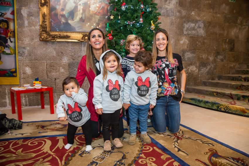 Carolina Patrocínio com Diana e Frederica, e a irmã, Mariana Patrocínio